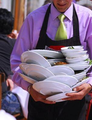 how-waiter-clear-guest-table-restaurant