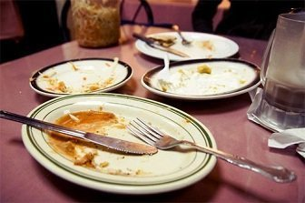waiter-clear-guest-table-after-meal